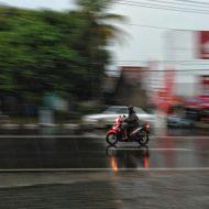 Peran Jas Hujan