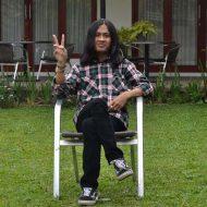 Nama : Alda Sabilal Muhtadi Alamat : jl.cingised RT 02 RW 06 Bandung, Jawa Barat mulai menyukai photografi adalah salah satu alasan saya mengikuti komunitas photosspeak yang ada di jurusan Jurnalistik UIN Sunan Gunung Djati Bandung ini saya mulai mengikuti komunitas ini pada tahun 2015, kini saya mulai mengembangkan foto jurnlasitik dan mulai belajar menulis berita dengan perbekalan yang seadanya . instagram : aldasabilall line : aldasabilalm WA : 083820331363