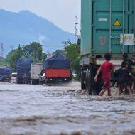 bermain-di-area-banjir